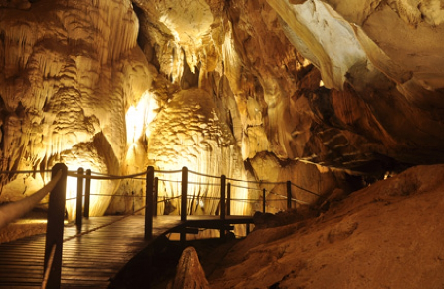 2 Days 1 Night and 3 Days 2 Nights Mulu Show Caves Plus Mulu Marriot Resort and Spa